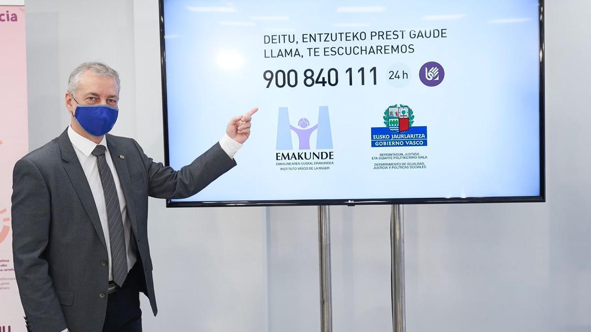 Iñigo Urkullu presentando este sábado en Bilbao el nuevo servicio que incorpora el Servicio de Atención Psicológica Telefónica a Mujeres Víctimas de Violencia, SATEVI