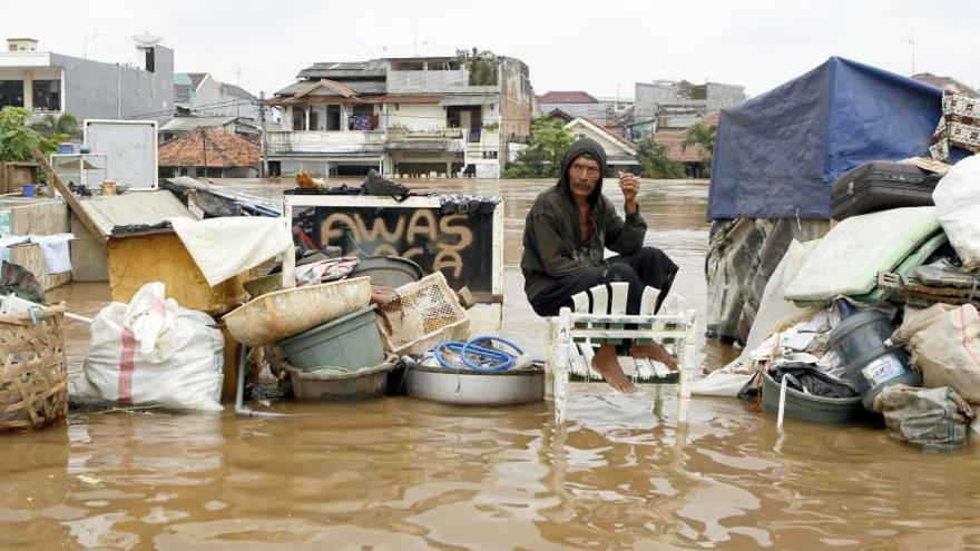 18 muertos y 80.000 desplazados por las inundaciones en Indonesia