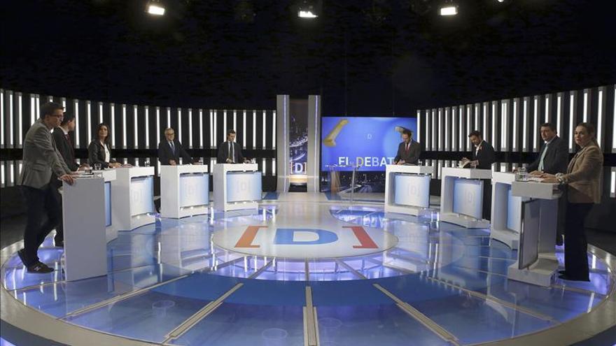 Iñigo Errejón (Podemos), Andrés Herzog (UPyD), Montse Surroca (Unió) , Miguel Puig (Democràcia i Llibertat), Pablo Casado (PP), Antonio Hernando (PSOE), Alberto Garzón (Unidad Popular-Izquierda Unida), Aitor Esteban (PNV) y Marta Rivera (Ciudadanos), durante el debate electoral celebrado esta noche en RTVE.