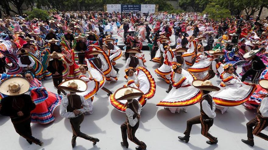 México logra el récord Guinness de danza folclórica más grande del mundo