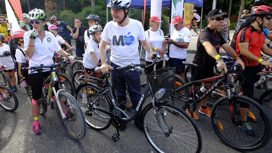 Miles de personas recorren la capital a dos ruedas en el Día de la Bicicleta