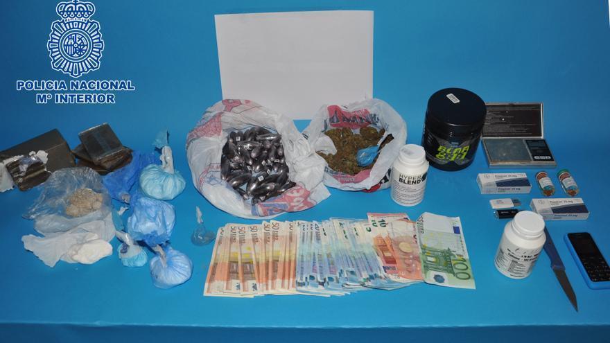 Incautados 340 gramos de cocaína; 1.370 gramos de hachís; diversos anabolizantes, entre otras drogas.