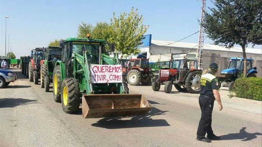 Tractor manifestándose. Villarrobledo (Albacete), 3/9/14. / Foto: Gustavo Téllez - Facebook.