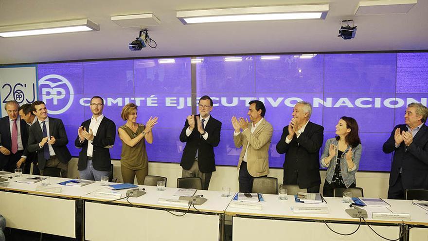 Mariano Rajoy es aplaudido por su victoria en las elecciones durante el último Comité Ejecutivo Nacional del PP.