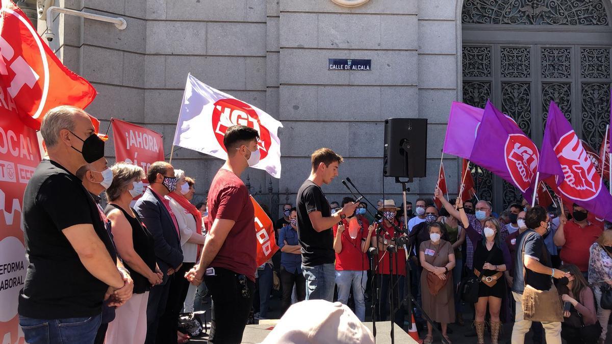 Acto de los sindicatos CCOO y UGT frente al Banco de España