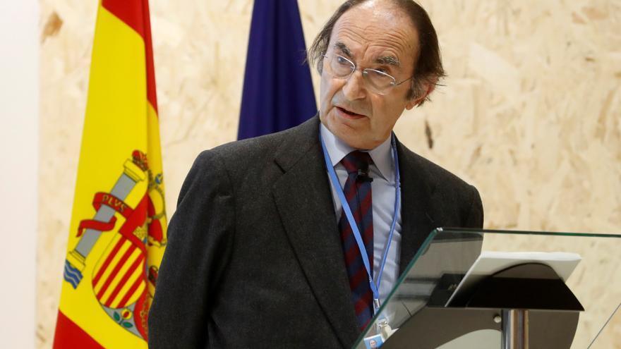 Exteriores condecora a Lamo de Espinosa con Gran Cruz de Isabel la Católica
