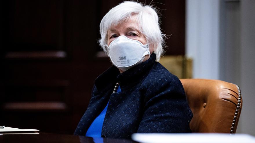 Yellen matiza sus palabras y asegura que no predice una subida de los tipos