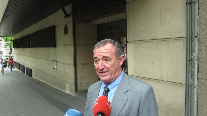 El expresidente de la comisión de Control de la CAM defiende la legalidad de los créditos a su familia