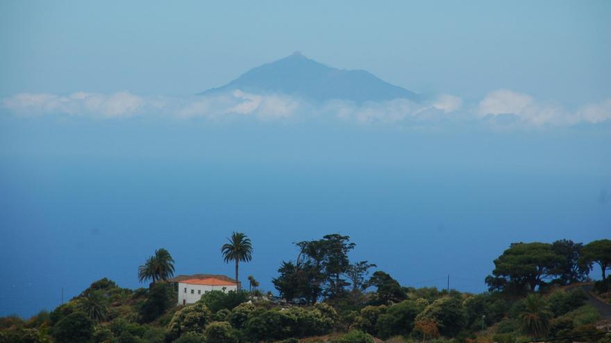 Zona este de La Palma con el Teide al fondo.