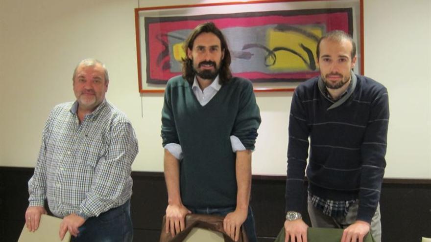 Juanma Brun, en el centro de la imagen, secretario general de Podemos en Santander