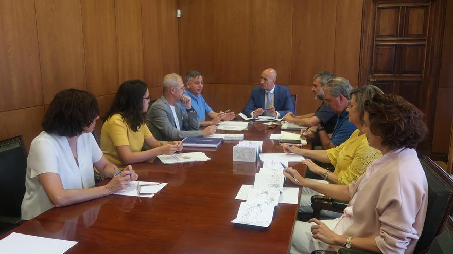 Reunión del Ayuntamiento de León con la Secretaría Técnica de la Asociación de Municipios del Camino de Santiago (AMCS).