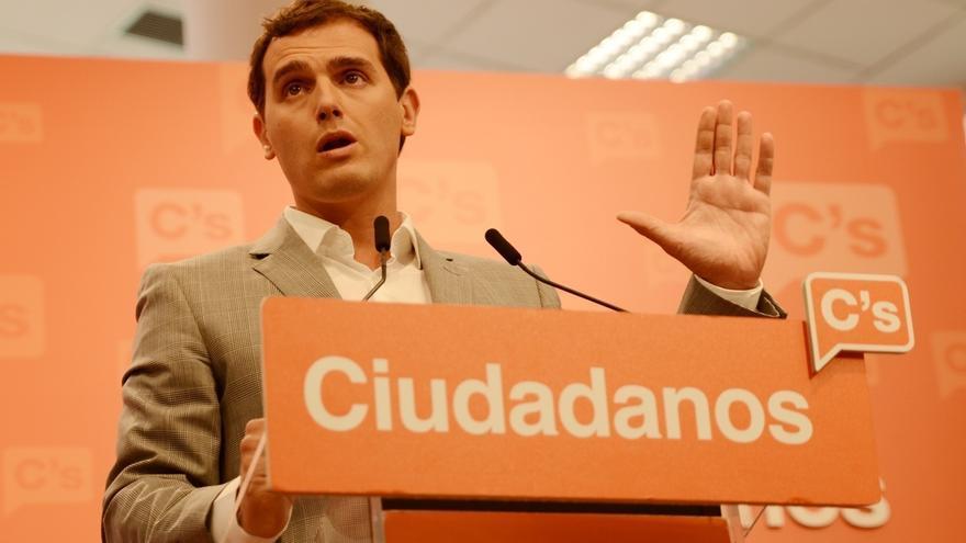 Rivera insiste en negociar con PP y PSOE pero dice que a Rajoy le bastaría con la abstención socialista