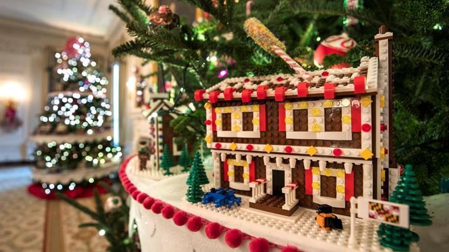 Regalos y 56 casas de jengibre de juguete adornan la casa for Casa jengibre