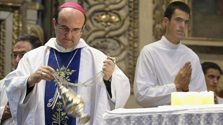 Munilla asegura que ningún partido del arco parlamentario representa al voto católico