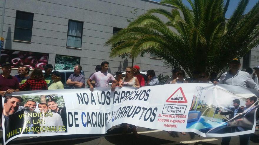 Los vecinos de La Gallega se manifiestan contra la ampliación de la línea 2 del tranvía de Tenerife