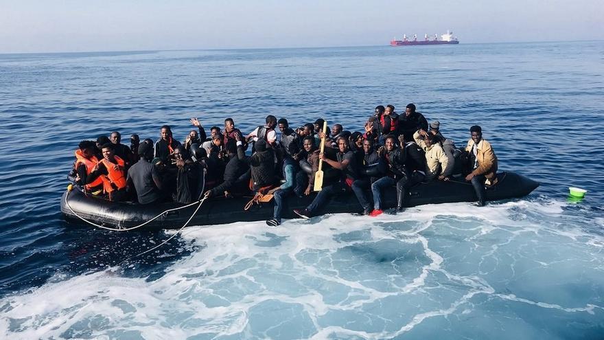 Ascienden a 129 los rescatados, entre ellos tres bebés, este sábado de cuatro pateras en el mar de Alborán