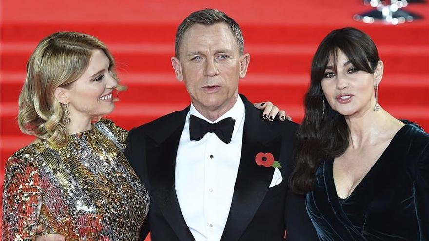 """Los duques de Cambridge se unen a Daniel Craig en el estreno de """"Spectre"""""""