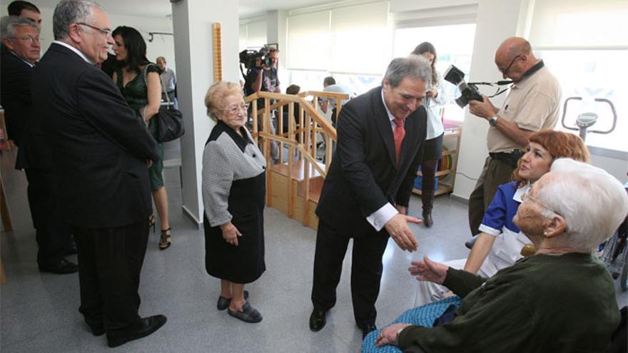 Alfonso Rus y Juan Cotino, en la inauguración de la residencia de la tercera edad de Xàtiva