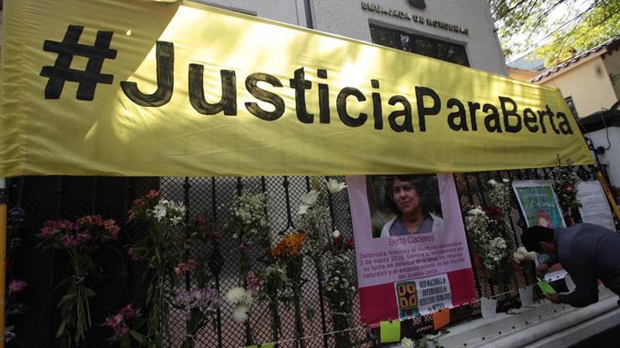 Imagen de archivo de una protesta en la que se pide Justicia tras el asesinato de la activista medioambiental Berta Cáceres.