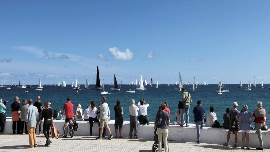 Salida de la 31 Edición de la regata atlántica para cruceros (ARC) desde la bahía de Las Palmas de Gran Canaria.
