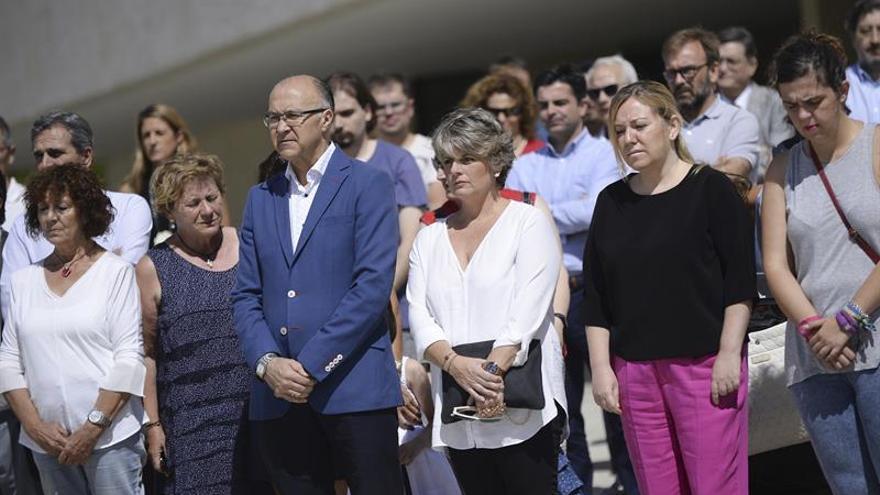 Un minuto de silencio en las Cortes de CyL en memoria de las once víctimas de la Comunidad