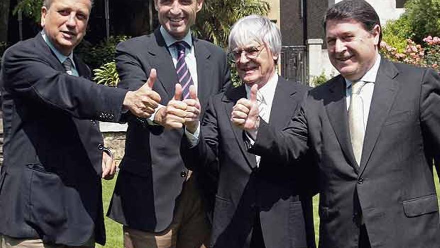 Fernando Roig, presidente del Villarreal C; Francisco Camps, Bernie Ecclestone, patrón de la Fórmula 1 y José Luis Olivas, expresidente de Bancaja.