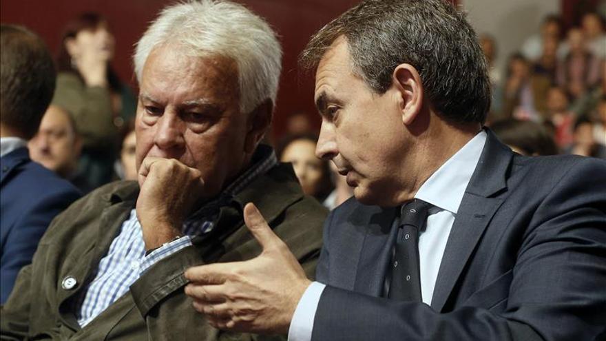 "Zapatero aconseja a Pablo Iglesias ""reflexionar"" sobre el pacto antiyihadista"