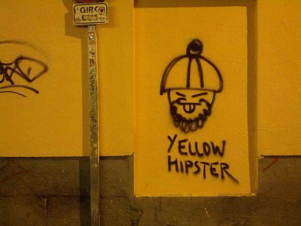Pintada de Yellow Power en la calle Jesús del Valle | Foto: Somos Malasaña