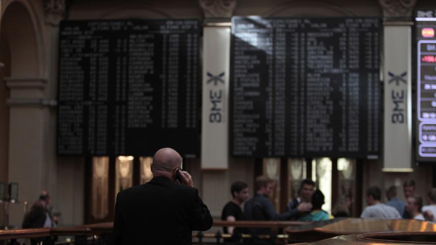 El Ibex cae un 1% en la apertura y la prima de riesgo se mantiene en los 360 puntos