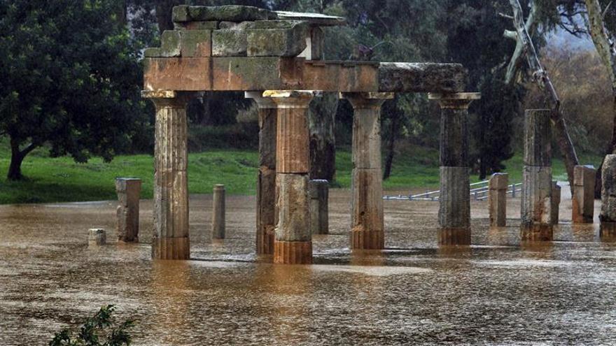 Al menos dos personas mueren por las inundaciones cerca de Atenas