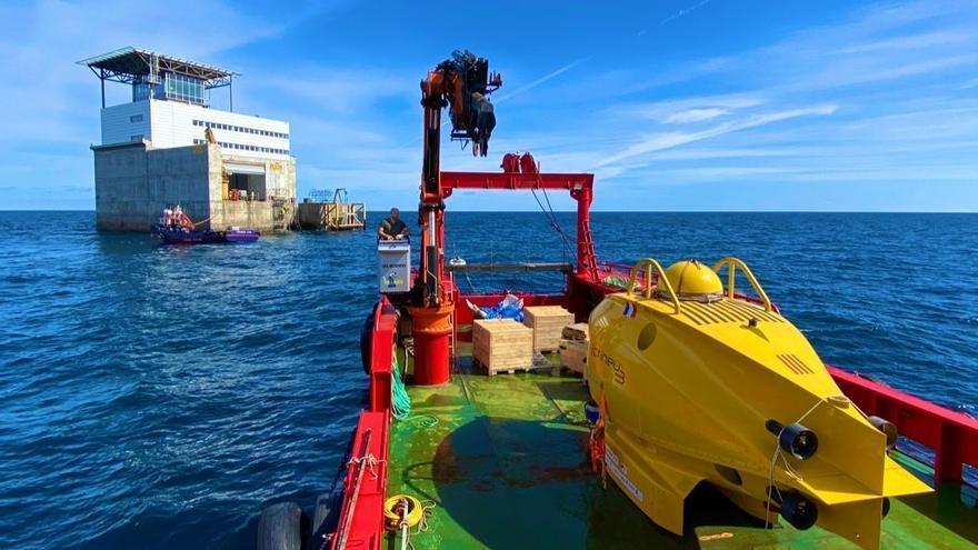 El submarino Ictineu 3 se acerca a la PLOCAN para grabar su entorno