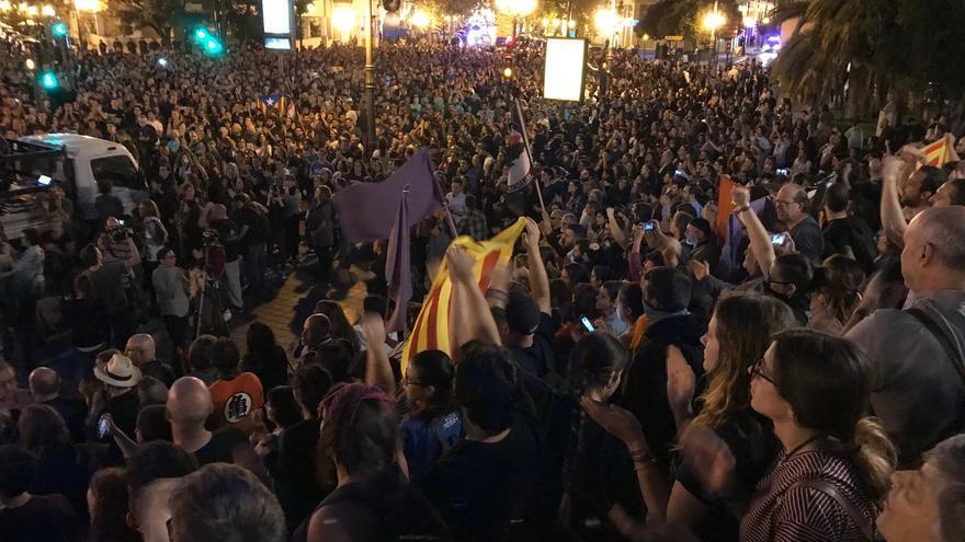 Final de la manifestación antifascista, en la plaza de América de València.