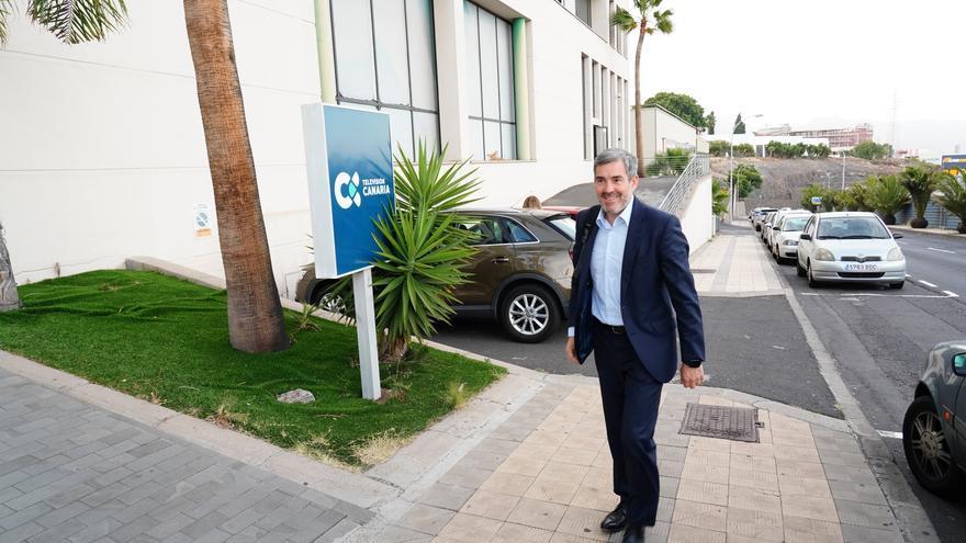 El candidato de Coalición Canaria a la Presidencia del Gobierno de Canarias, Fernando Clavijo, acude a la celebración del debate de RTVC.