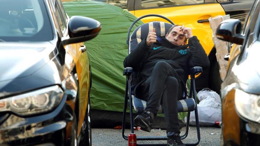 Los taxistas de Barcelona mantienen la huelga a la espera de una nueva reunión con la Generalitat