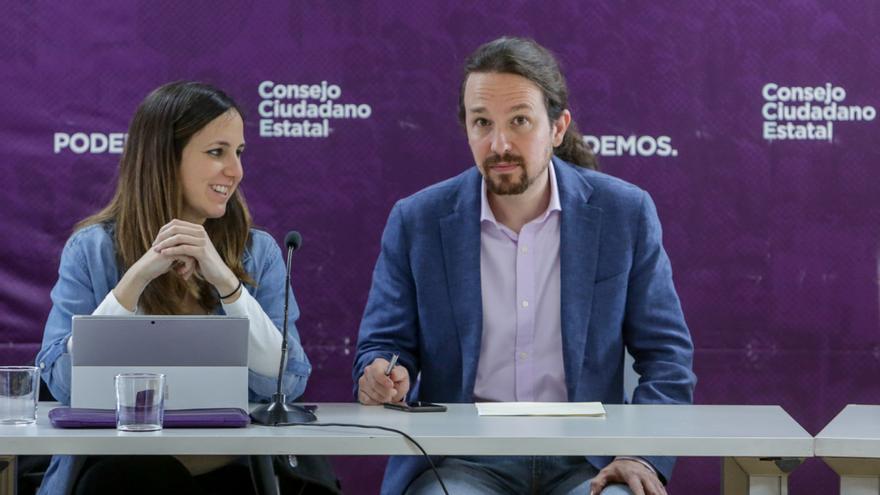 """Iglesias dice, tras hablar con la CEOE, CC.OO. y UGT, que """"muy pronto"""" los trabajadores tendrán una buena noticia"""