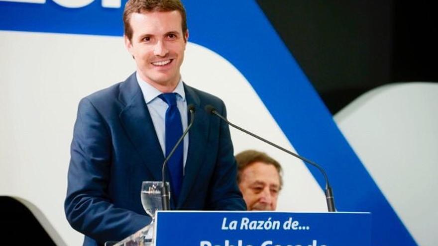 """Casado plantea a Sánchez aplicar ya en Cataluña un 155 con la """"amplitud necesaria"""", como el de Blair en el Ulster"""