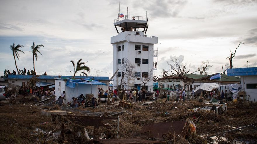 Torre de control del aeropuerto Daniel Z. Romualdez de Tacloban. / Fotografía: Acción contra el Hambre/Daniel Burgui.