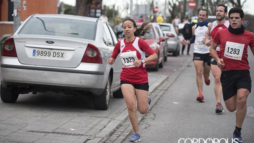 Fátima Ouhaddou, en una carrera popular en Córdoba | TONI BLANCO