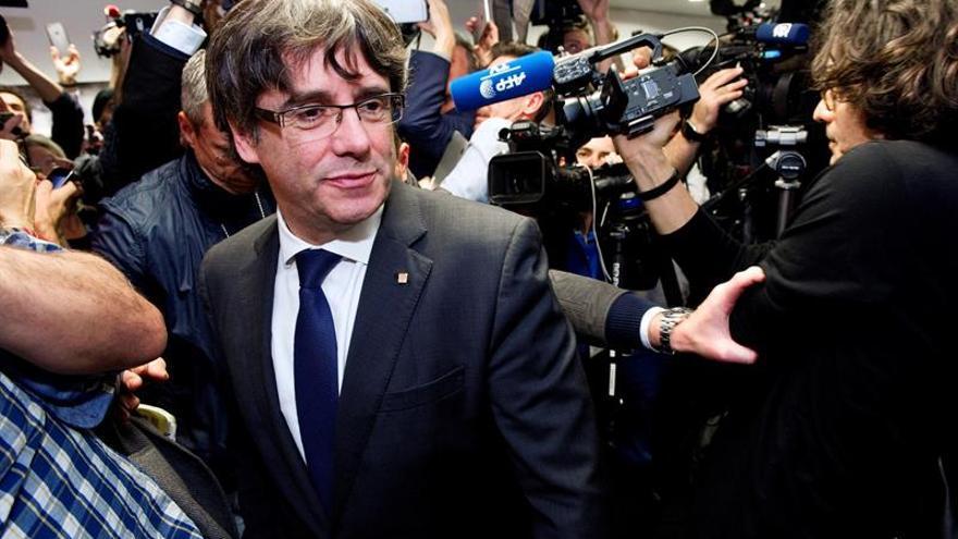 """El satírico """"Le Canard Enchaîné"""" ironiza sobre la """"escapada belga"""" de Puigdemont"""