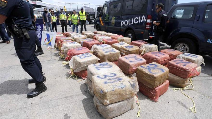 Los 80 fardos con 2.400 kilos de cocaína descargados en la Base Naval en Las Palmas de Gran Canaria