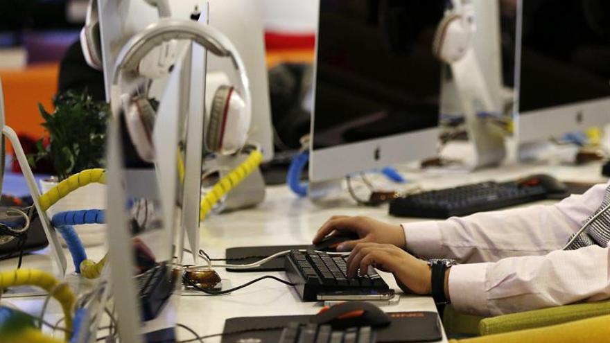 Desarticulan una red que estafó medio millón a través de seguros por Internet