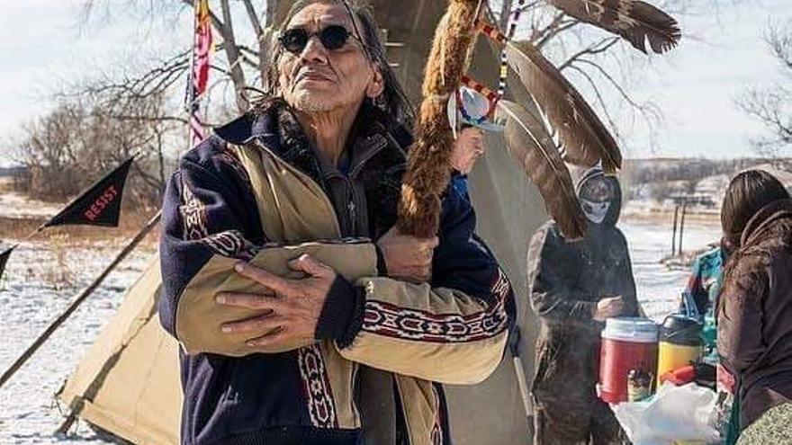 Nathan Phillips, miembro de la comunidad Omaha, es una figura respetada en el movimiento de los pueblos originarios.