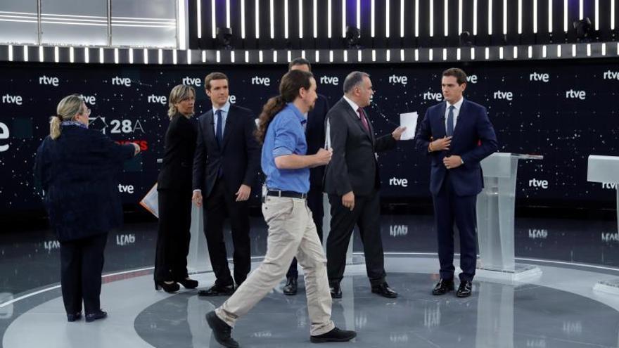 Los candidatos de Unidas Podemos, PP, PSOE y Ciudadanos, minutos antes del debate de TVE, el pasado 23 de abril.