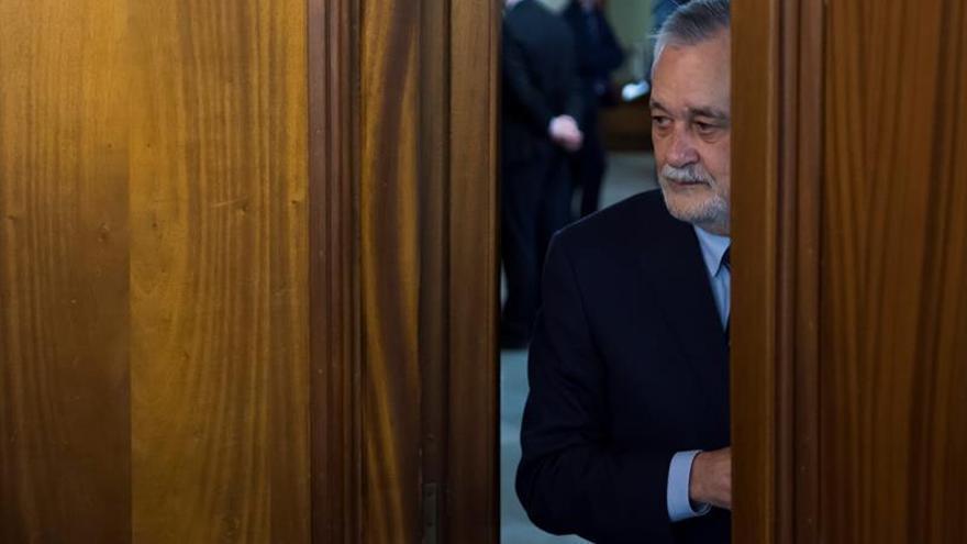 Empieza a declarar Griñán tras rechazar exconsejero seguir contestando a juez