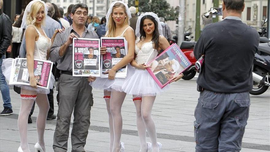 Cuelgan en internet los datos robados de los usuarios de una web para casados infieles