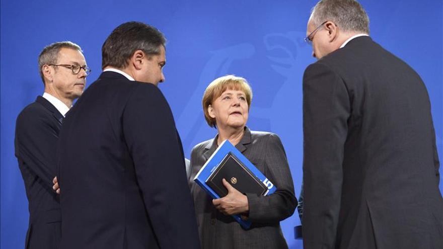 """""""Sabios"""" regañan a Merkel en clave alemana, pero respaldan su línea en la UE"""
