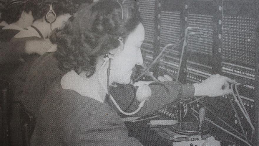 La hermana de Celina Ribechini, en el cuadro de telefonistas de Pamplona en 1950