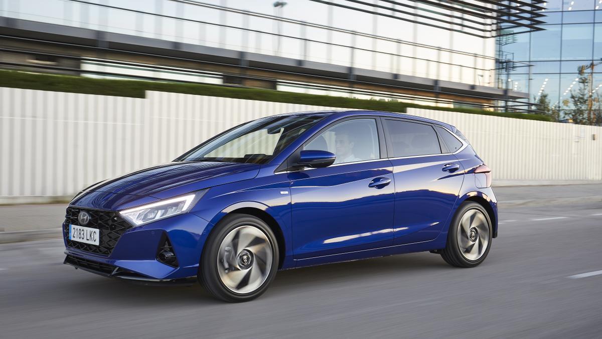 Diseño exterior con la nueva identidad de marca de Hyundai.