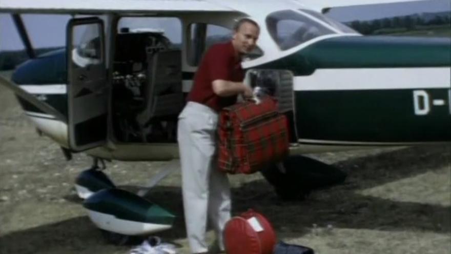 Werner Mauss en su avioneta. Del documental 'Der Topagent' (1998)