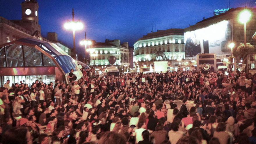 Primera asamblea con cientos de personas en la Puerta del Sol de Madrid, el 16 de mayo de 2011.
